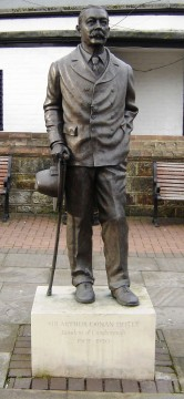 Conan_Doyle_statue_in_Crowborough_Sussex