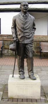 Conan_Doyle_statue_in_Crowborough_Sussex