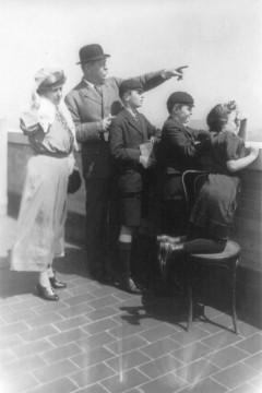 Sir_Arthur_Conan_Doyle_and_family